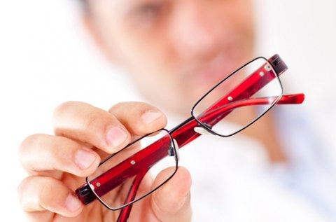 Divatos szemüveg készítése látásvizsgálattal