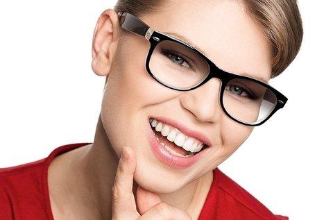 Szemüvegkészítés fényre sötétedő Essilor lencsével