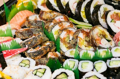 Ízletes 60 db-os prémium sushi tál 4 fő részére
