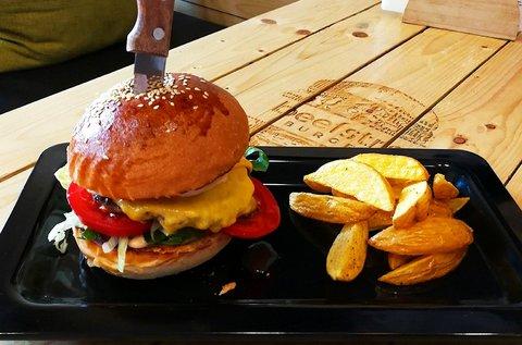 2 db kézműves hamburger + 2 adag házi sült krumpli
