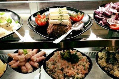 Korlátlan svédasztalos étel- és italfogyasztás