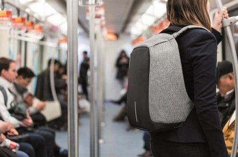 Lopásbiztos hátizsák beépített USB porttal