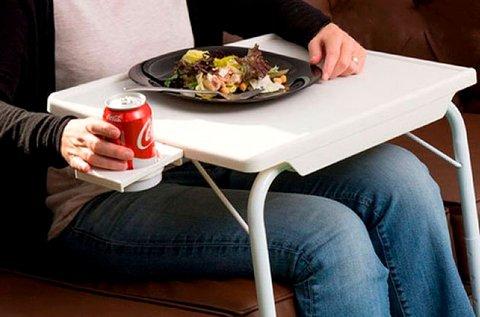 Praktikus étkezőasztal pohártartóval