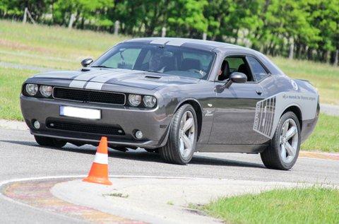 3 körös száguldás egy Dodge Challengerrel