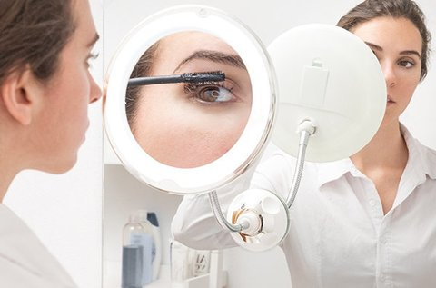 LED-es kozmetikai tükör ötszörös nagyítással