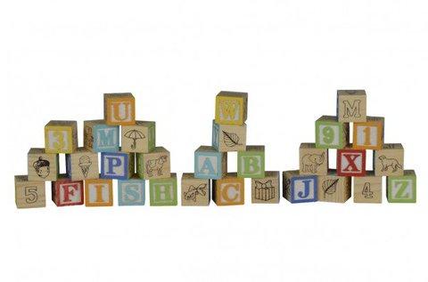 Fa építőkockák betűkkel, számokkal, figurákkal