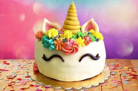 10 szeletes egyedi díszítésű torta több ízben