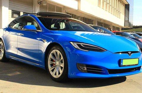 Vezess egy 772 LE-s Tesla Model S P100D autót!