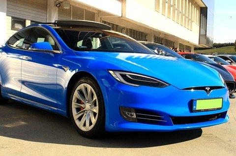 Száguldj egy 772 LE-s Tesla Model S P100D autóval!