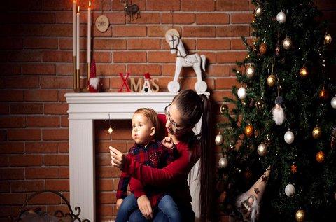 Karácsonyi hangulatú családi fotózás műteremben