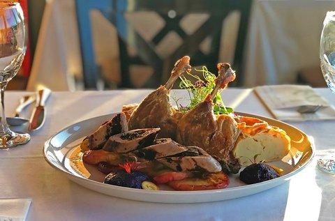 Gourmet lakoma magyaros ízekkel 2 főnek a Dunán