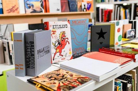 Kortárs művészeti könyvek 7.000 Ft értékben