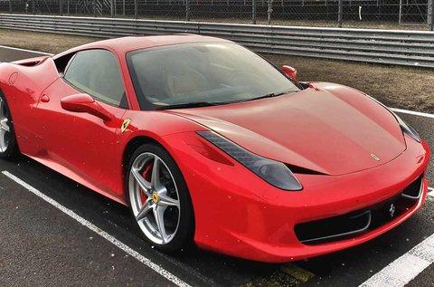 5 körös száguldás egy Ferrari 458 Italia autóval