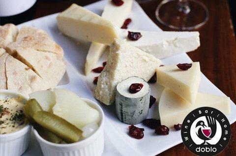 Magyar borok kóstolója 2 főnek hús- és sajttállal