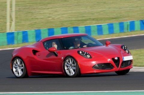 Vezess egy Alfa Romeo 4C sportkocsit 3 körön át!