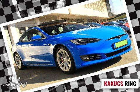 Száguldj egy 722 lóerős Tesla elektromos autóval!