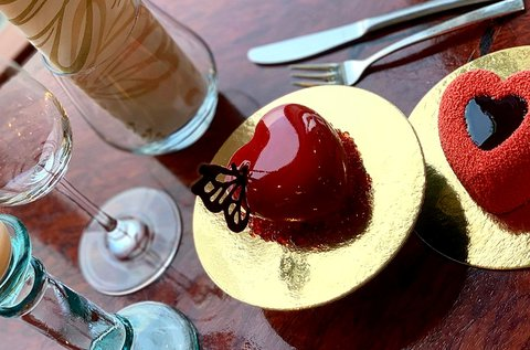 Mennyei desszert és pezsgő 2 főre egy luxushajón