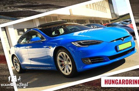 Vezess egy 772 lóerős Tesla elektromos autót!