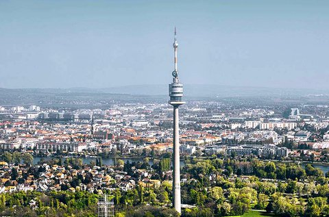 Kiruccanás az ikonikus bécsi Duna-toronyhoz