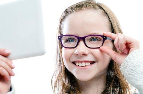 Gyerekszemüveg ellenálló műanyag lencsével