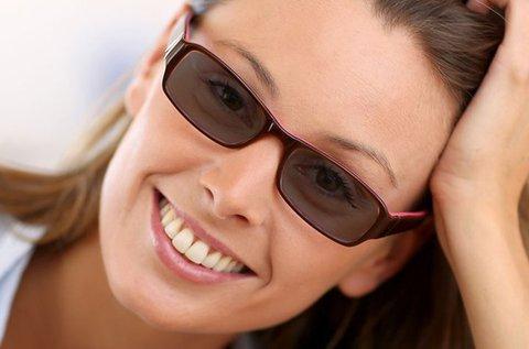 Napfényre sötétedő szemüveg UV védelemmel