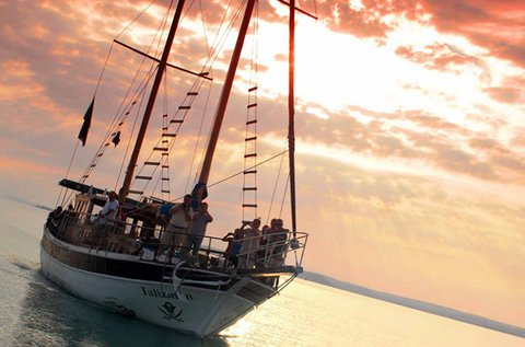 Éjszakai diszkó hajótúra a Balatonon