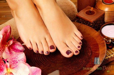 Csodás lábak pedikűrrel és géllakkozással