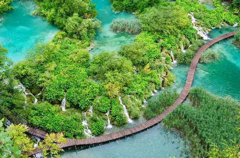 Buszos utazás a festői szépségű Plitvicei-tavakhoz