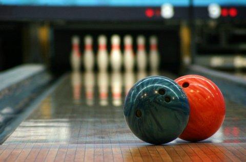 2 órás családi bowlingozás vegyes tállal