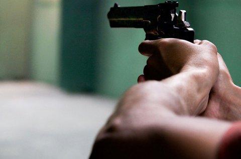 65 lövés 13 különböző fegyverrel