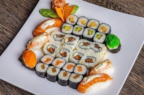 Páros sushi menü miso levessel és 2 koktéllal