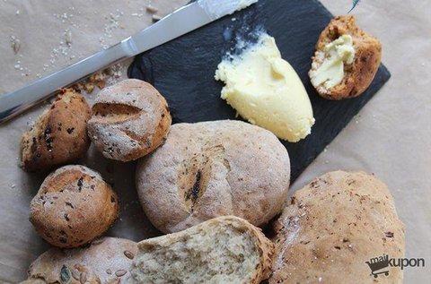 Házi kenyér, kovász, vaj, sajt  és joghurt készítése