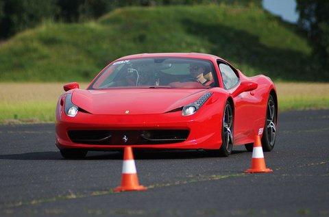 8 körös Ferrari 458 Italia élményvezetés