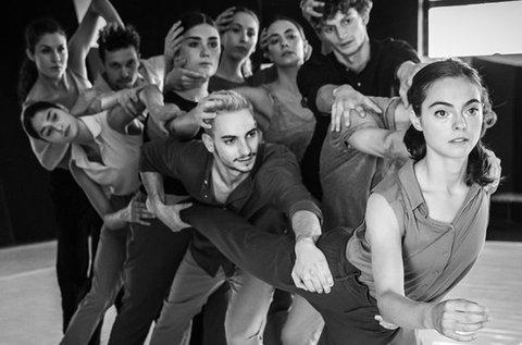 Viszlát a levegőben! című táncszínházi előadás