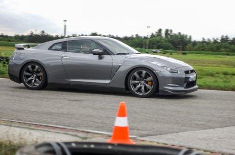Száguldj a négykerék  meghajású Nissan GT-R-rel!