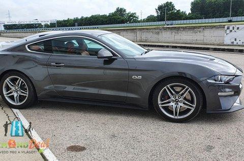 Taposd a pedált Ford Mustang GT-vel 3 körön át!