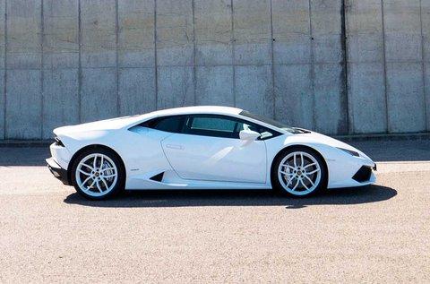 Szágudj egy 610 lóerős Lamborghini Huracannal!