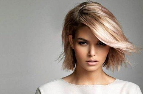 Divatos félhosszú frizura hajvágással