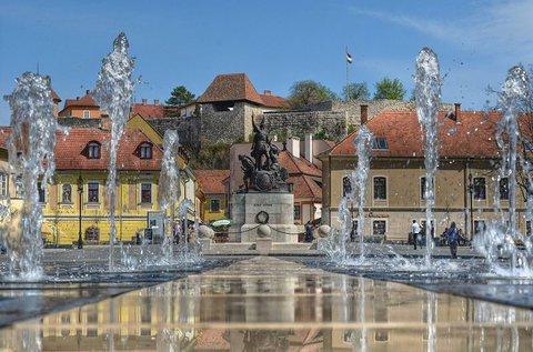 Felhőtlen napok Eger barokk belvárosában