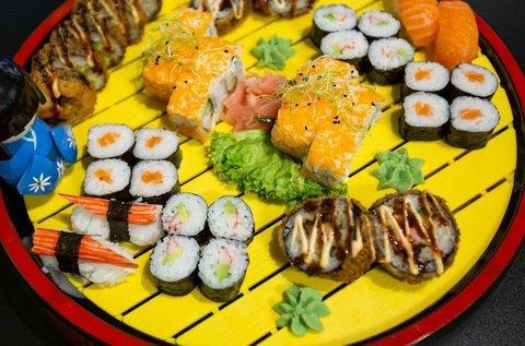 42 db-os Arigatou Delux Sushi szett elvitelre