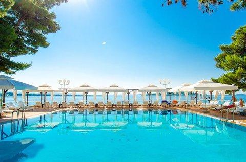 Tengerparti nyaralás teljes ellátással Dalmáciában