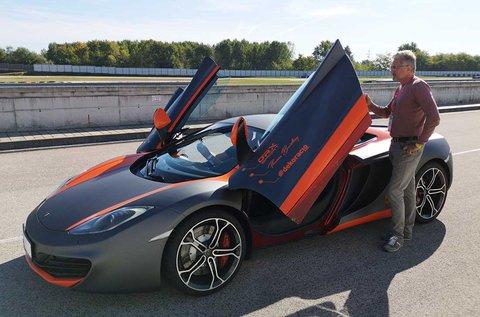 McLaren MP4-12C vezetés sétarepüléssel