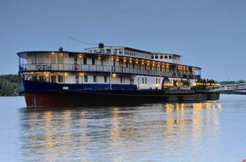 Budapesti romantika egy Duna-parti hajón