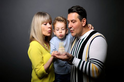 Profi családi fotózás hangulatos műteremben