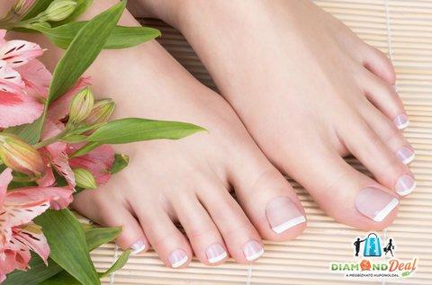 Csodás lábak színes vagy francia géllakkozással