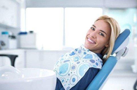 Fogkő-eltávolítás alsó és felső fogsoron