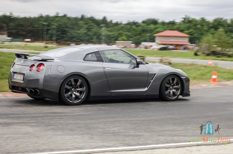Taposs bele Nissan GT-R-rel a Hungaroringen!