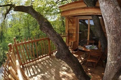 Pihenés az Őrségben, fára épített házikóban
