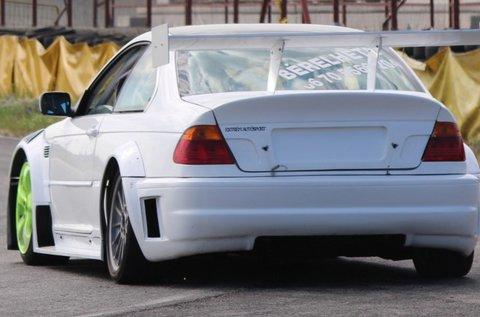 4 kör BMW E46 GTR Turbo autóvezetés