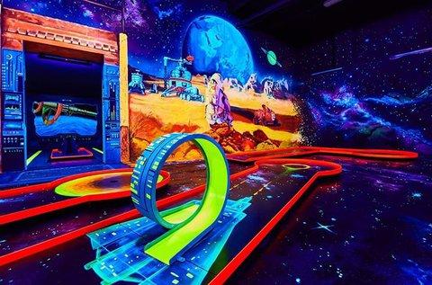 Belépő a 3D Blacklight Minigolf pályáira